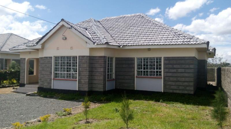 Awe Inspiring 3 Bedroom Bungalow For Sale In Kitengela Tilil Complex Home Interior And Landscaping Ologienasavecom